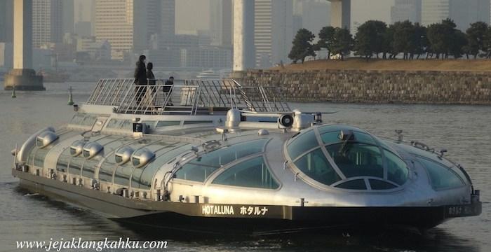 Serasa naik UFO di Water Bus Tokyo, Hotaluna Cruise