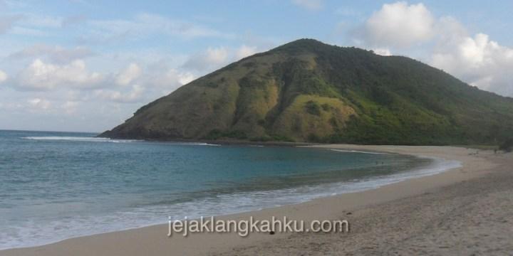Menyepi di Pantai Mawun Lombok