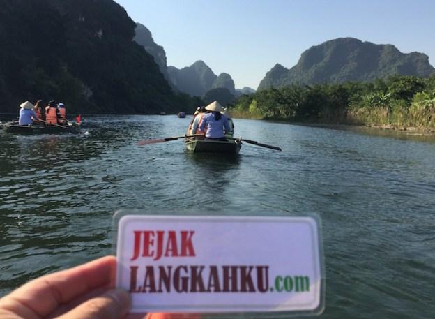 Dua Jam Jelajah Sungai dan Gua di Trang An, Ninh Binh Vietnam
