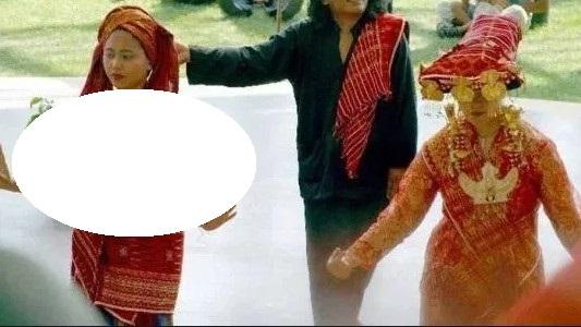 Gambar terkait dengan tarian adat tradisional suku Karo
