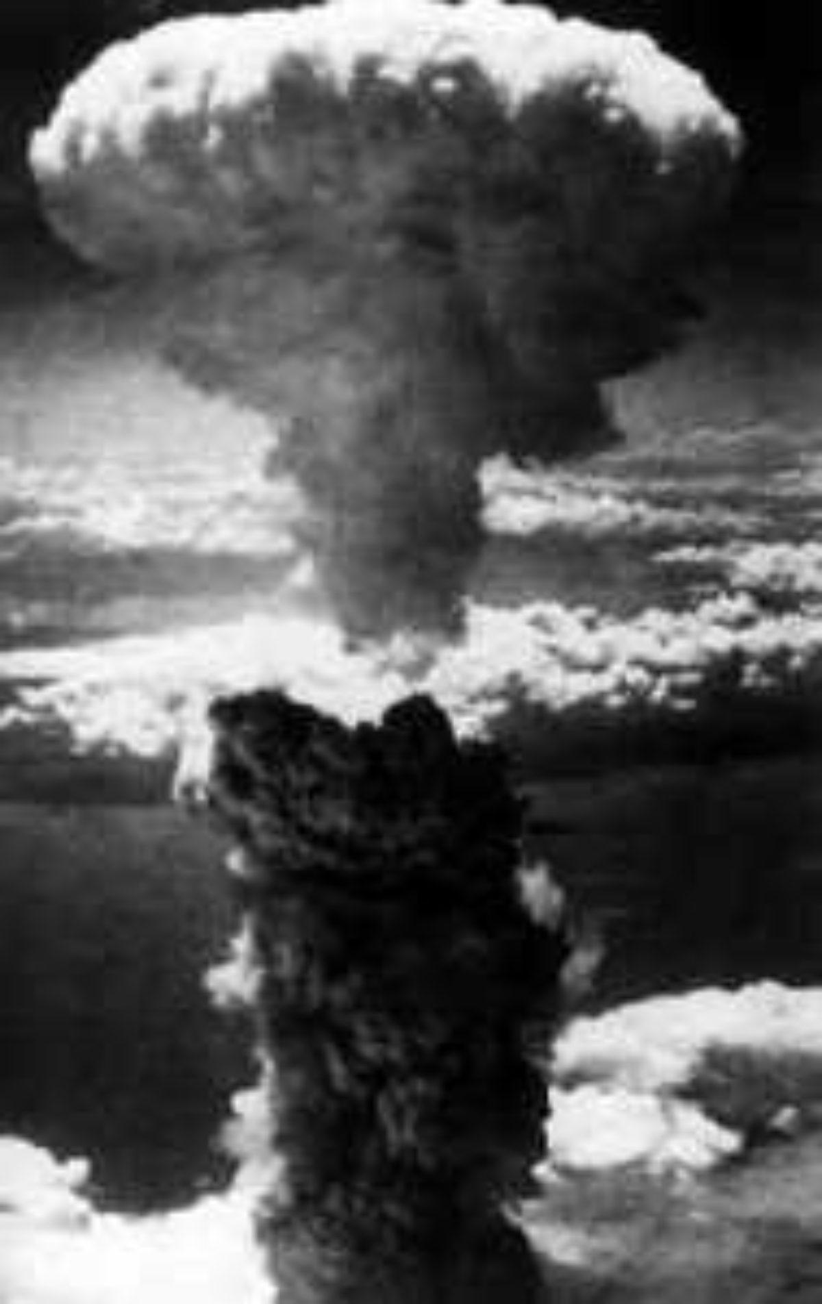 Bom Atom Pertama Dijatuhkan Di Kota Hiroshima Pada Tanggal : pertama, dijatuhkan, hiroshima, tanggal, Serangan, Udara, Paling, Dahsyat, (Bagian