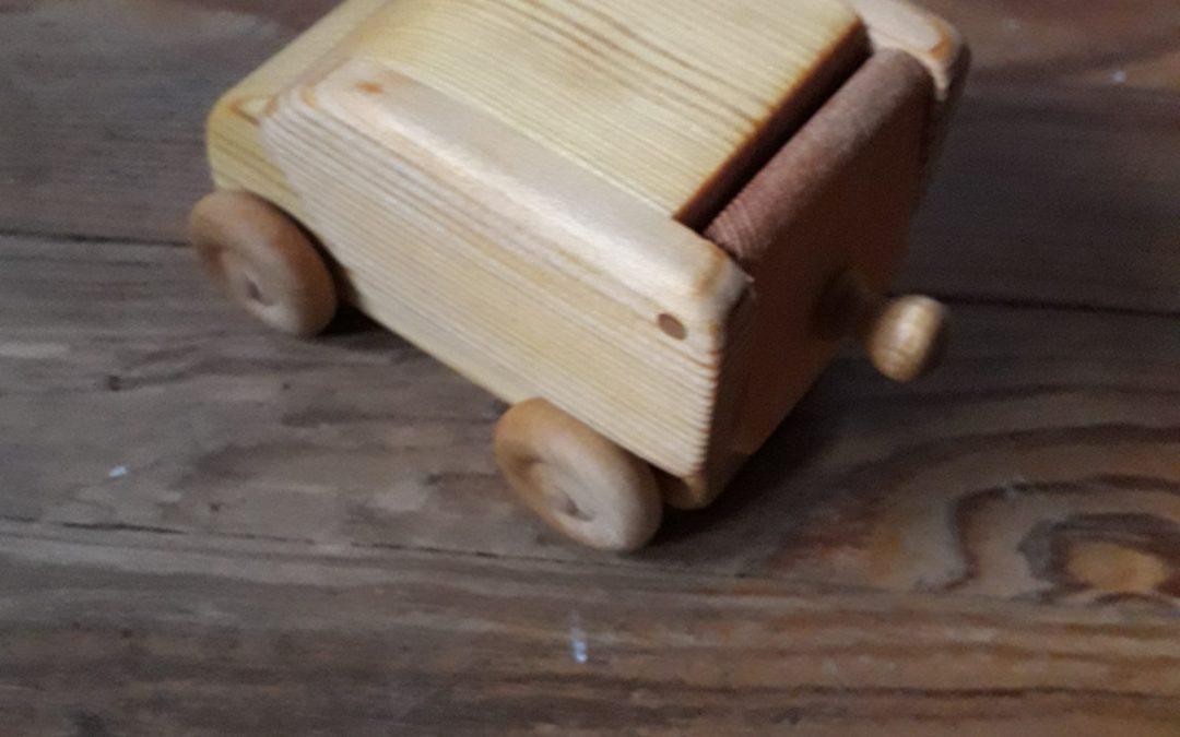 Petite voiture avec coffre