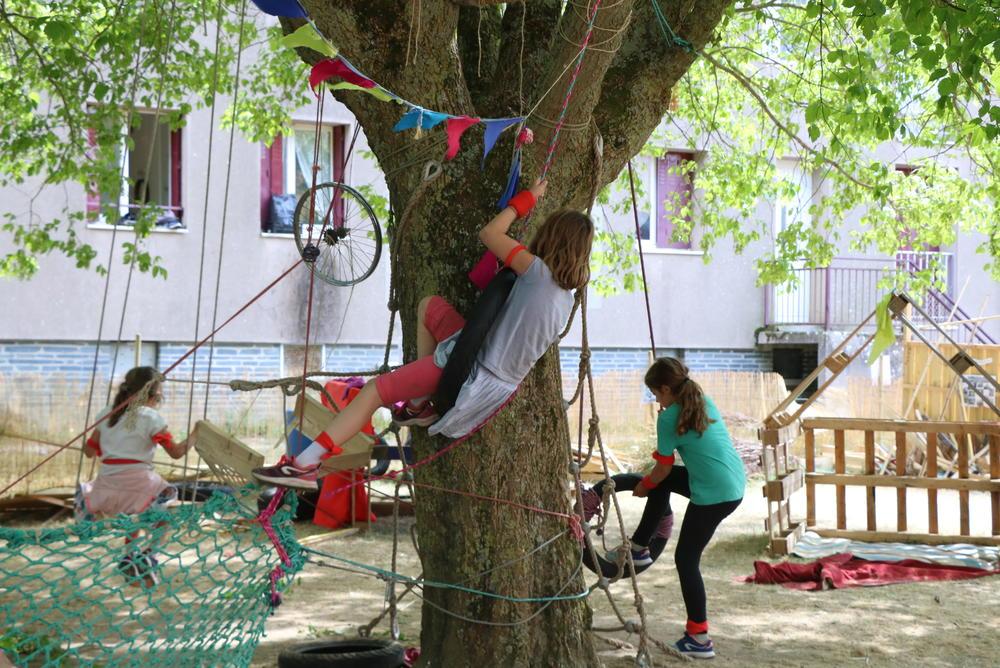 """""""Pour l'imaginaire des enfants, le terrain d'aventure, c'est l'anti-thèse du square"""" Article Télérama, Marion Rousset, Juin 2021"""
