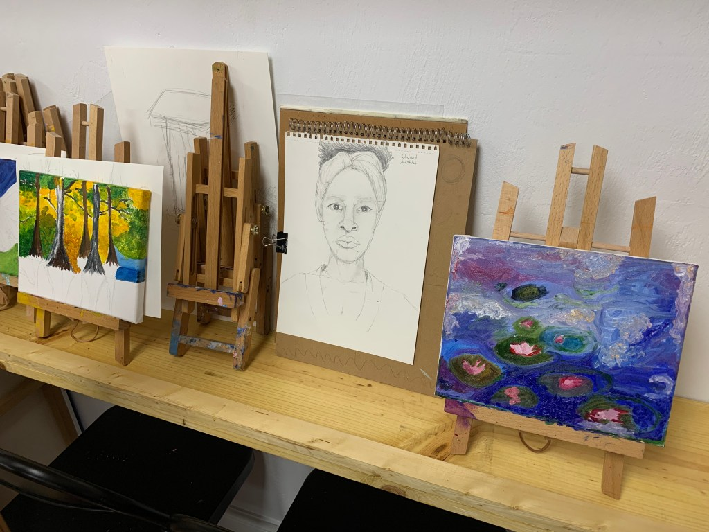 Our art studio offers art lessons for kids and adults all ages. An art classes are available for beginner, intermediate and advanced students. We teach painting, drawing, sketching, composition and fluid art.