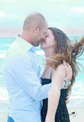 We offer engagement photography sessions in a beach or a park. As well as wedding photography.