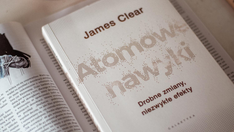 Atomowe nawyki. Drobne zmiany, niezwykłe efekty – James Clear