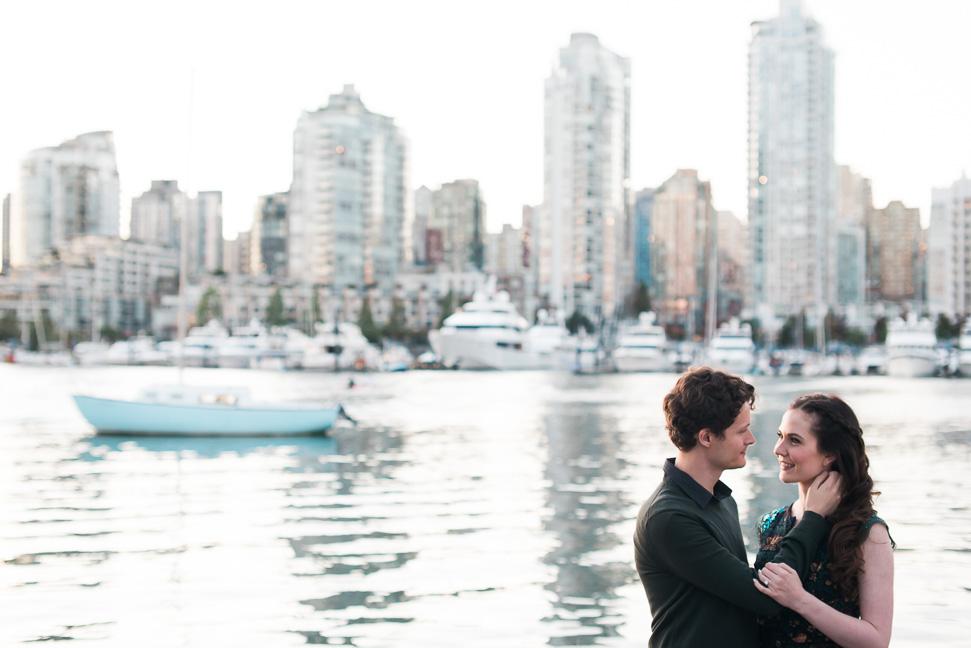 vancouver-skyline-couple-photos