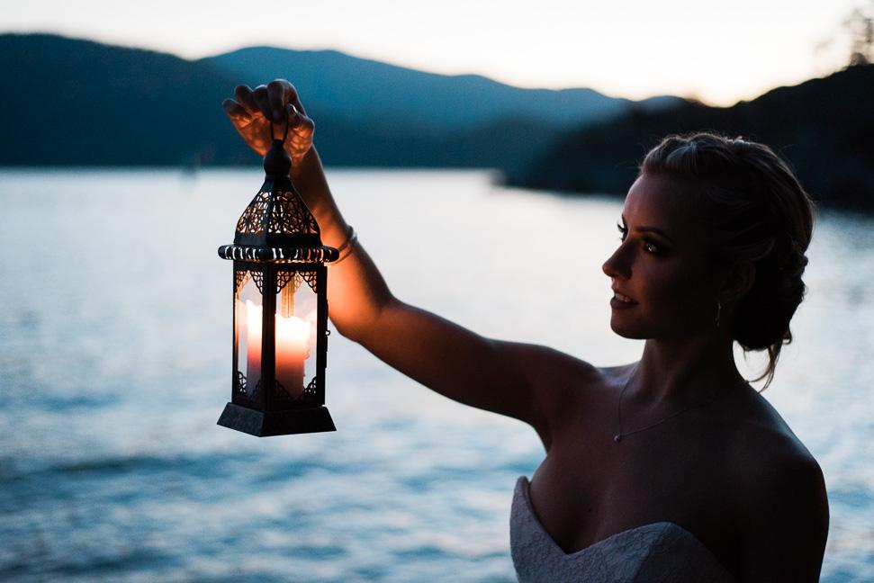 bride-with-lantern-sunset