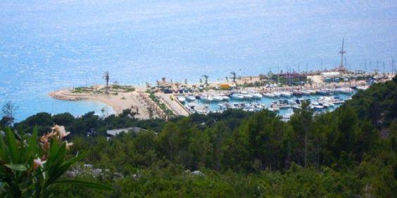 Adlerblick auf Yachthafen