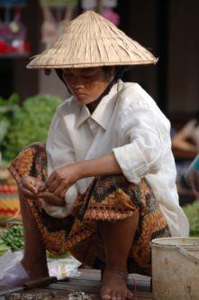 Frau am Markt in Laos