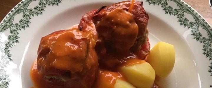 Tomates farcies et leur sauce