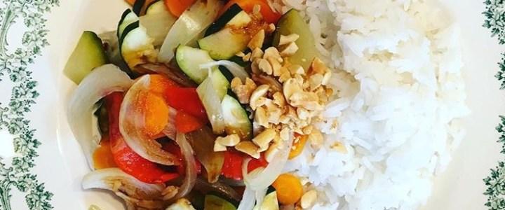 Légumes vapeur croquants et riz à l'aigre doux