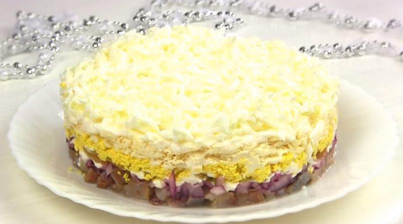 Рецепт вкусного и нежного салата «Селедка под снегом»