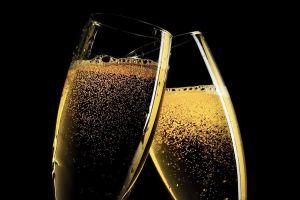 champagne in glasses G'Nauss