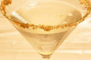peach cobbler martini with peach schnapps, whipped cream vodka, frangelico with a brown sugar rimmed glass
