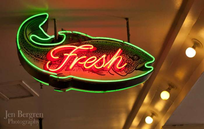 seattle_pikeplace_fishsign_2757