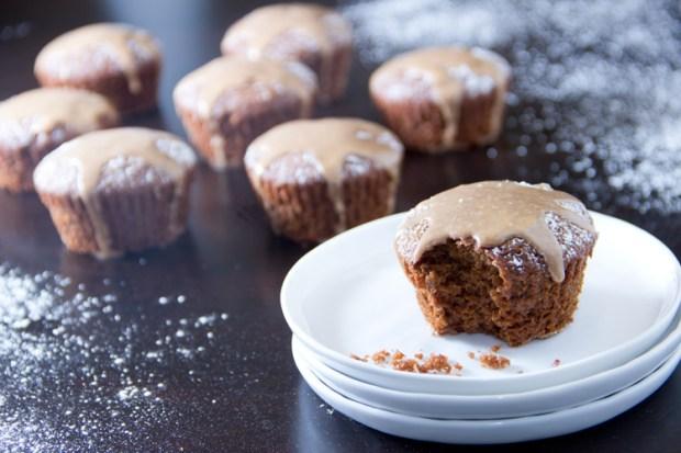 Skinny-Cinnamon-Glazed-Gingerbread-Cupcakes
