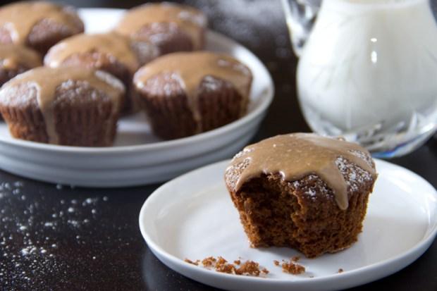 Skinny-Gingerbread-Cupcakes-with-Cinnamon-Glaze
