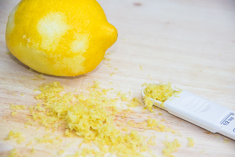 measuring-lemon-zest