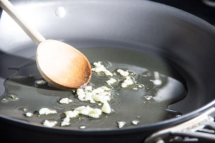 sauteeing-garlic