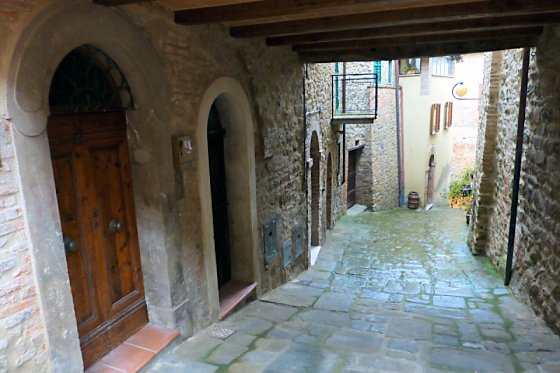 A Paciano side street