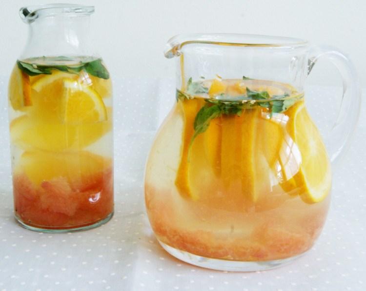 Agua infusionada con cítricos y albahaca