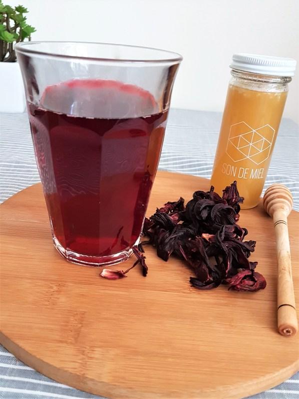 Agua de jamaica y té