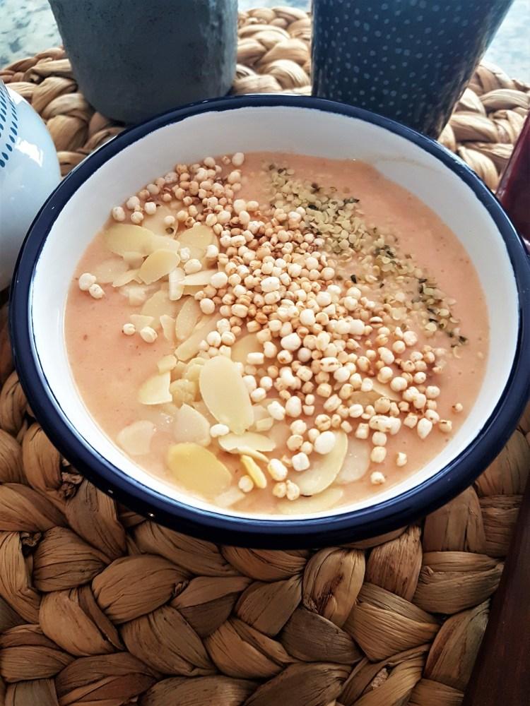 Bowl de smoothie de papaya y coco
