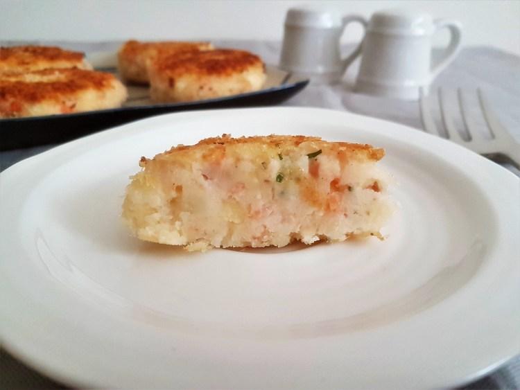 Croquetas de papa con salmón ahumado