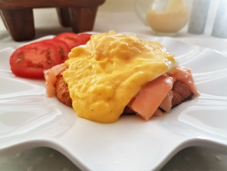 Huevos benedictine con pan de nube