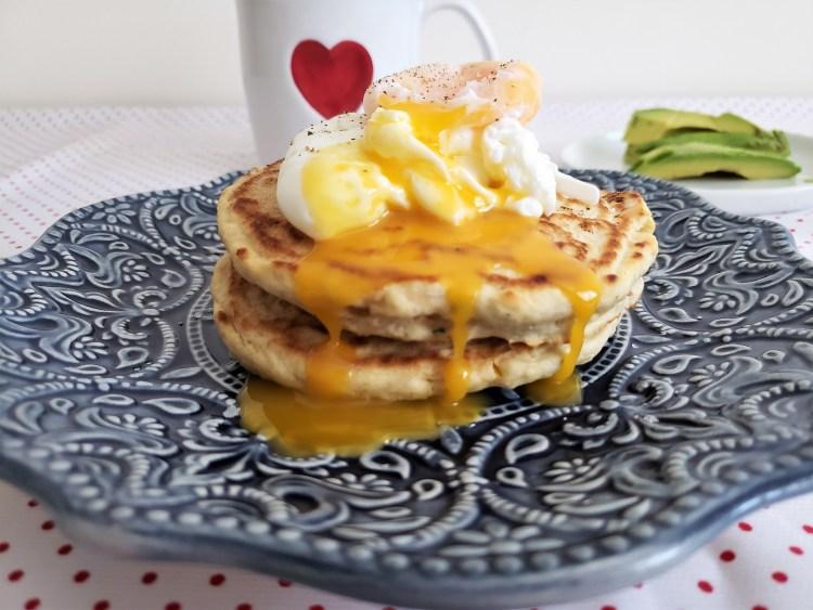 Hotcakes salados con jamón y elote