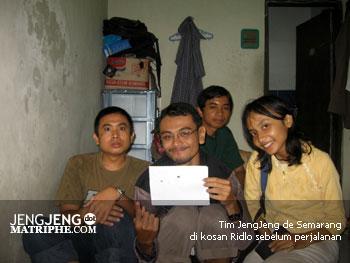 Tim JengJeng de Semarang di kosan Ridlo sebelum perjalanan