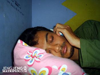 Nelpon sambil tidur