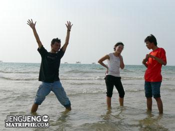 di Pantai Bondo, Jepara
