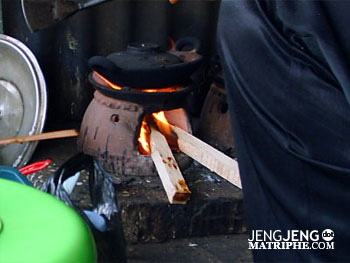 tungku kayu untuk membuat serabi