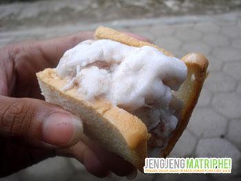 Penyajian kedua: sandwich es krim