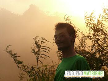 Sunrise Hunting di Puncak Suroloyo