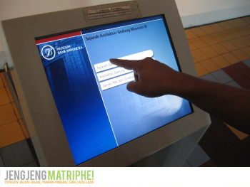 Layar Informasi Touchscreen