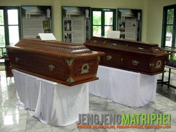 Peti jenazah Bung Karno dan Bung Hatta