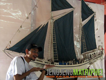 Miniatur Kapal Phinisi Nusantara
