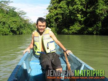 Di atas perahu di sungai Cijulang