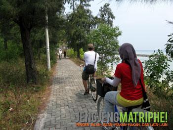 Bersepeda ke jembatan Tidung Kecil