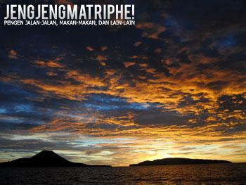 Siluet Anak Krakatau dan Pulau Sertung di senja hari