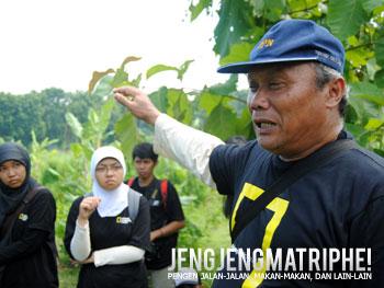 Dr. Sutanto menjelaskan proses terjadi endapan material vulkanik