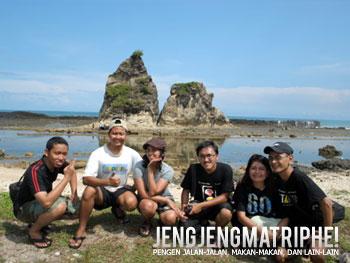 di Pantai Tanjung Layar