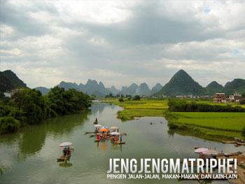 Pemandangan dari jembatan Yulong