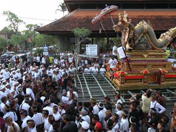 Naga Banda pengiring Pelebon Puri Peliatan