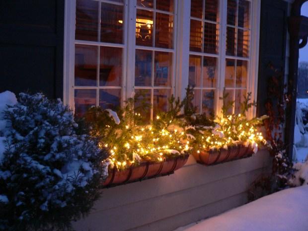 christmas window boxes ideas - Christmas Window Box Ideas