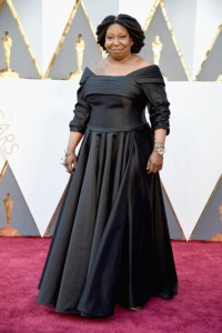 Whoopi Goldberg vestindo the Dames of New York.