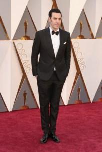 Sacha Baron Cohen vestindo Dolce & Gabbana.